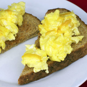 scrambled eggs & toast bread